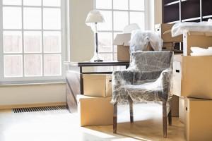 Ingepakte spullen met verhuismaterialen